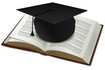 cappello laureato sopra ad un libro