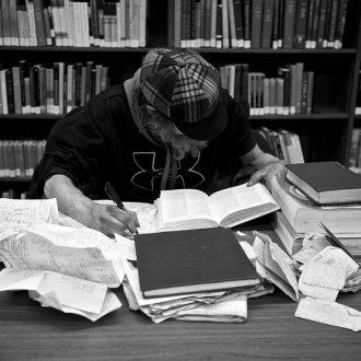 studente mentre studia corsi professionali